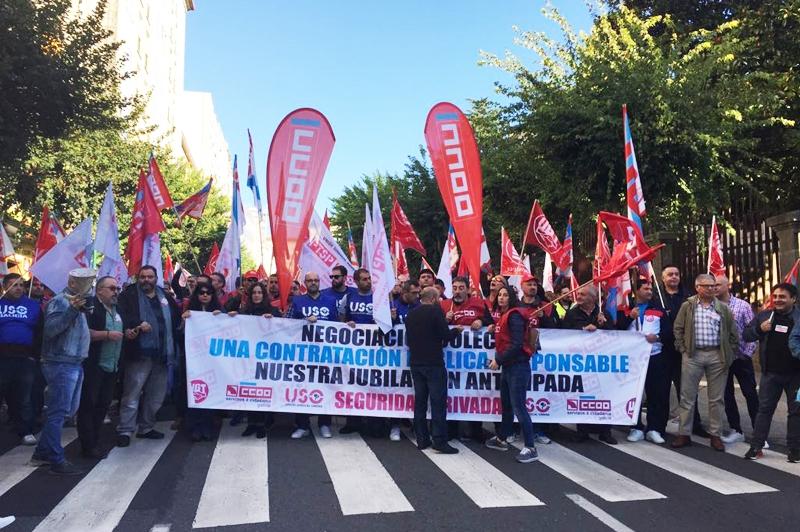 El Sindicato de Seguridad Privada se concentra enfrente del Parlamento de Galicia