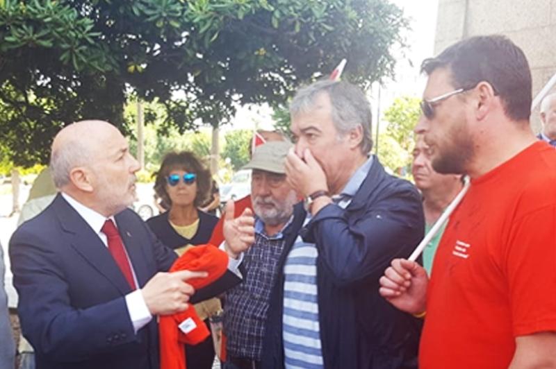 El Delegado del Gobierno se reúne con la plantilla de la Fábrica de Armas