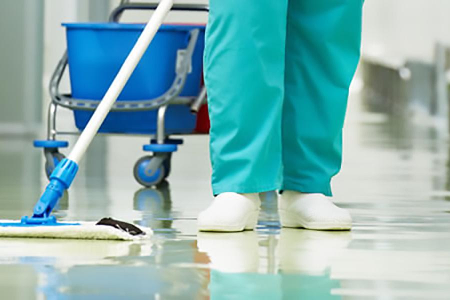 UGT solicita a la Xunta la vacunación prioritaria para los sectores de limpieza y seguridad de los hospitales y centros de salud