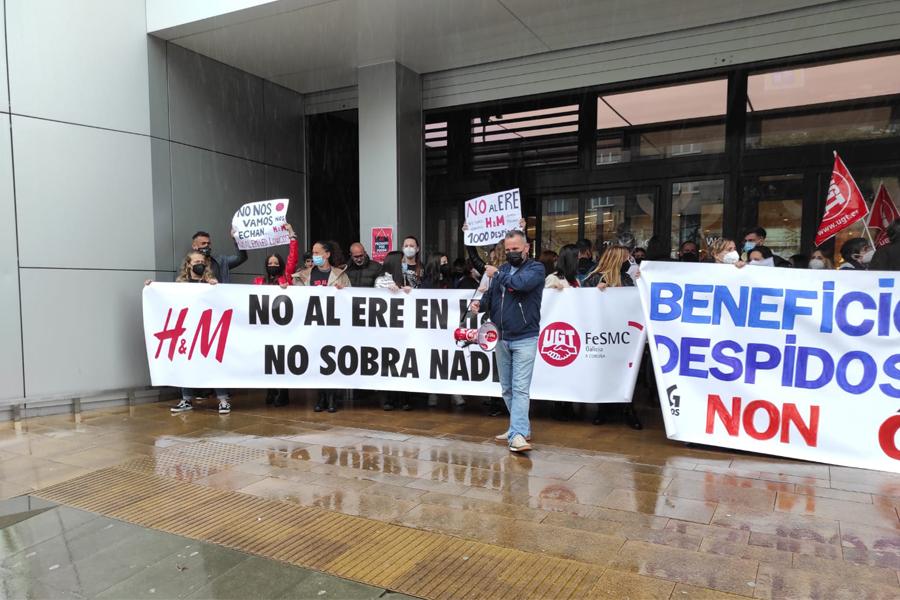 La importante movilización en la huelga de  H&M reduce los despidos a la tercera parte